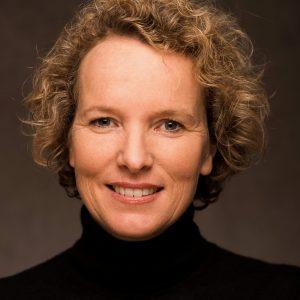 Dr. Gudula Walterskirchen, geboren in Niederösterreich, ist Buchautorin, Historikerin und freie Journalistin.